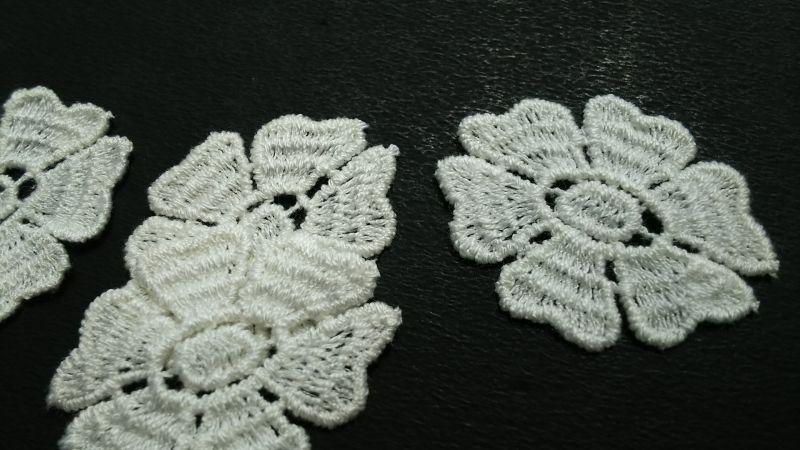 画像1: 人気のコットンの花柄 オフシロのエレガントなモチーフレース 4枚