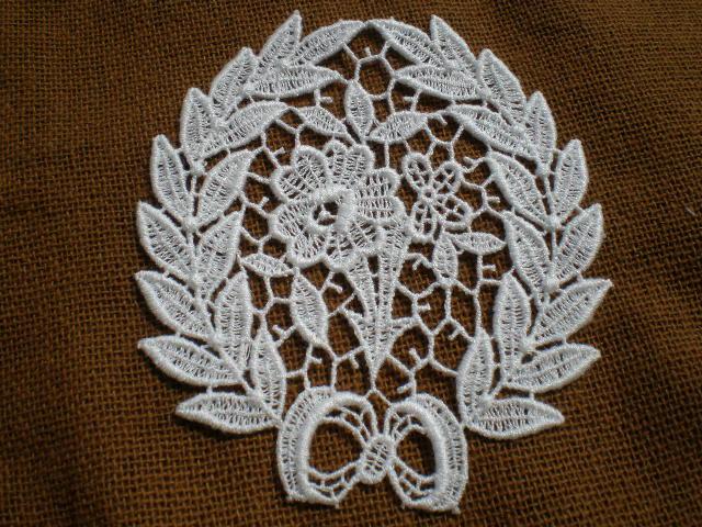 画像1: とてもエレガントなオフシロの花柄のケミカルモチーフ 1枚
