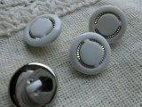 約15mm 流行のボタンイヤリングに如何!?メッチャ、エレガントなシロとシルバーのカラーボタン 4個入り