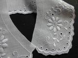 可愛い花柄のシロの綿の襟レース