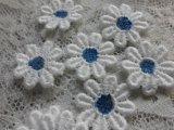 手作りマスのアクセントとして人気です。人気のコットン花柄のケミカルモチーフレース ブルー 25枚