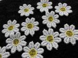 手作りマスのアクセントとして人気です。人気のコットン花柄のケミカルモチーフレース キイロ 25枚