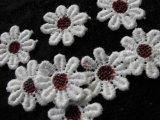手作りマスのアクセントとして人気です。人気のコットン花柄のケミカルモチーフレース エンジ色 25枚