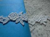 メッチャ、エレガントな薔薇柄 オフシロのケミカルのアクセサリーレース  小 0.8M