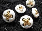 約18mm 流行のボタンイヤリングに如何!?メッチャ、エレガントなシロとゴールドのカラーボタン 5個入り
