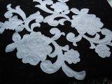 大きな薔薇柄 シロのサテン地にコード・ブライダルモチーフレース 1組2枚
