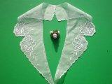 人気の薔薇柄のテーラー衿 オフシロのエレガントなオーガンジの襟レース