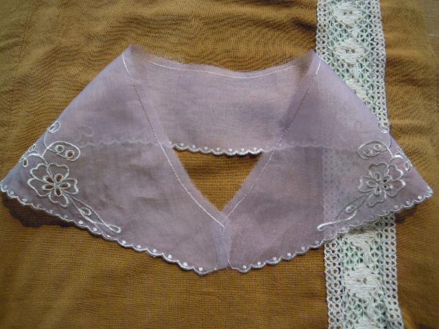 画像2: 淡いピンクと淡いキナリ色のエレガントなオーガンジの襟レース