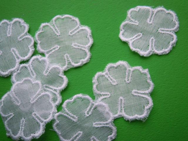 画像1: 人気の花柄 シロの綿アップリケレース 13M