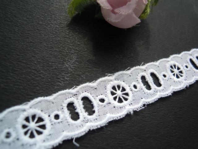 画像1: 幅約1.5c とても可愛い花柄の綿両山レース 4M