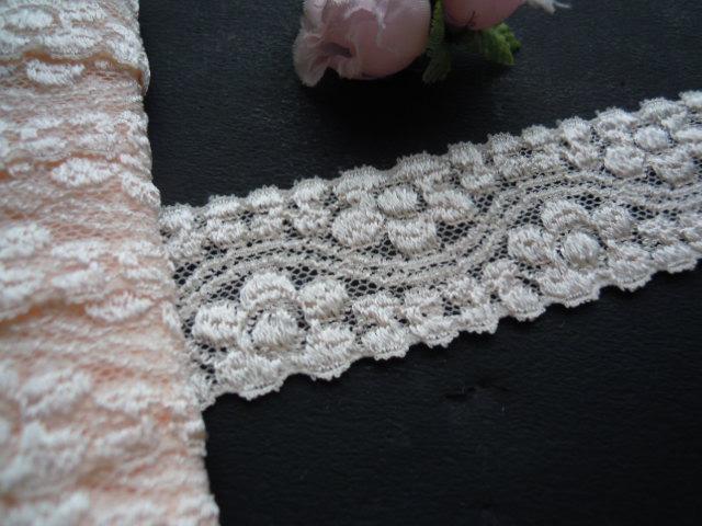画像1: エレガントな淡いサーモンピンクの花柄 ストレッチレース 10M