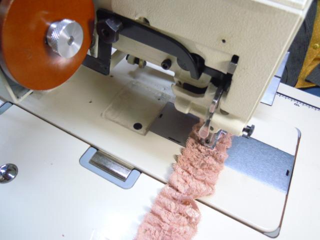 画像2: 流行の予感! 大人気のエコ・レースタワシに・・・ ピンクのパールラメのボックス加工フリル 10M