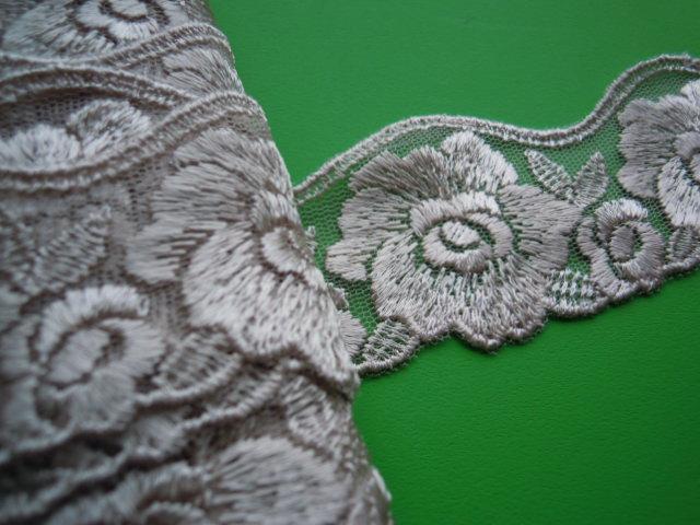 画像3: 幅約4.5c モカベージュのエレガントな花柄のチュールレース 6M