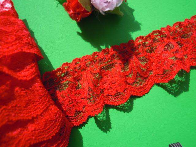 画像2: 人気の花柄のラッセルフリル原反売り アカ