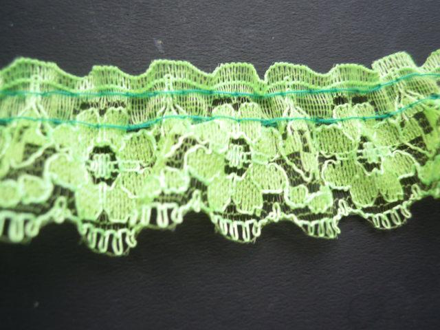 画像1: 人気のラッセルフリル原反売り 若草色