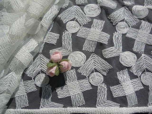 画像2: オフシロのエレガントな花柄の広幅高級チュールレース 1.5M