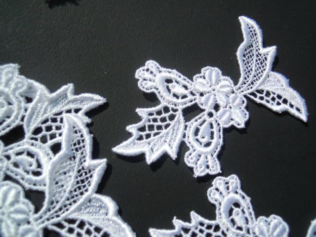 画像1: お買い得なオフシロの花柄のケミカルモチーフレース  3枚
