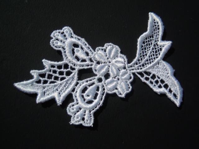 画像2: お買い得なオフシロの花柄のケミカルモチーフレース  3枚