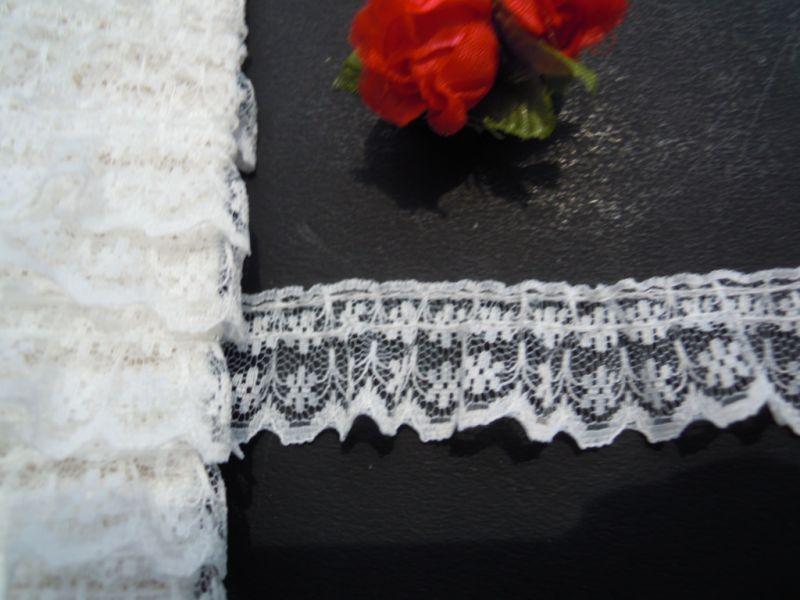 画像2: 幅約2c オフシロのピコみたいな花柄のフリル・10M