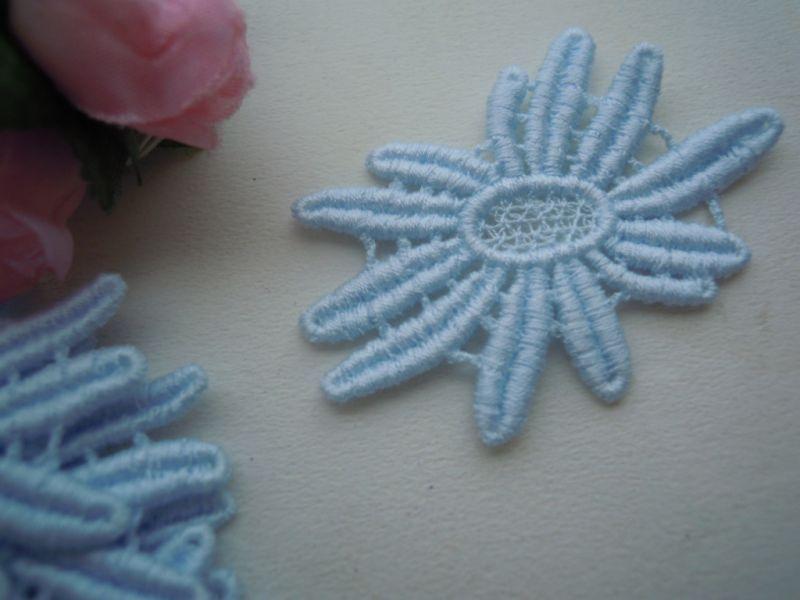 画像2: エレガントなブルーの花柄の綿ケミカルチーフレース 12枚入り