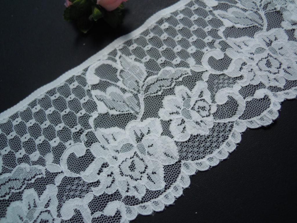 画像2: 幅約9.5c オフシロの可愛い花柄のラッセルレース 4M
