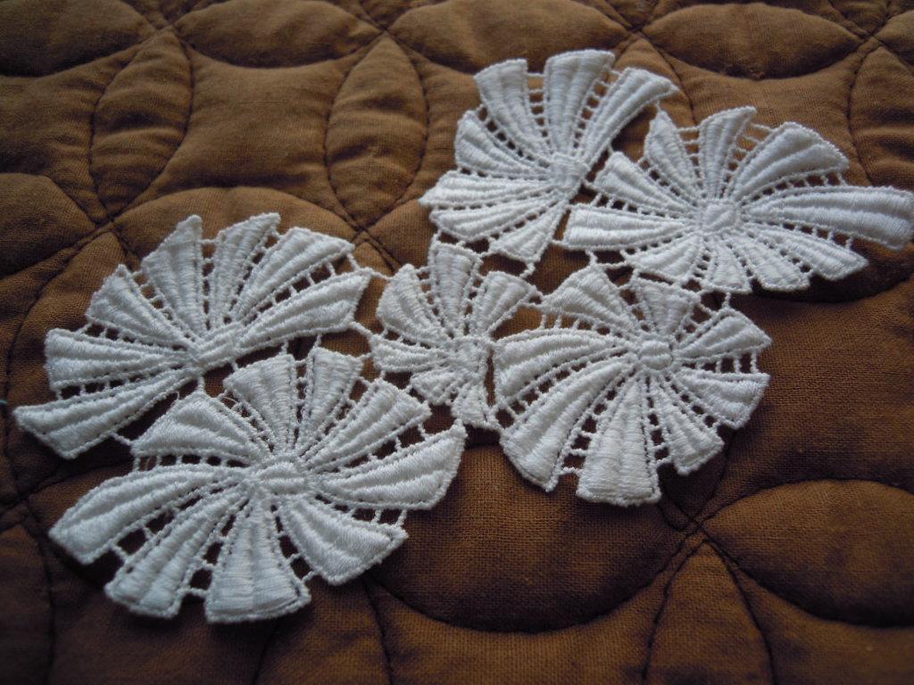 画像2: エレガントなオフシロの綿ケミカルモチーフレース