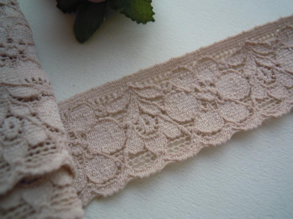 画像1: ハンパ物!在庫処分!  ピンクベージュの可愛い花柄の高級ストレッチラッセルレース 3M