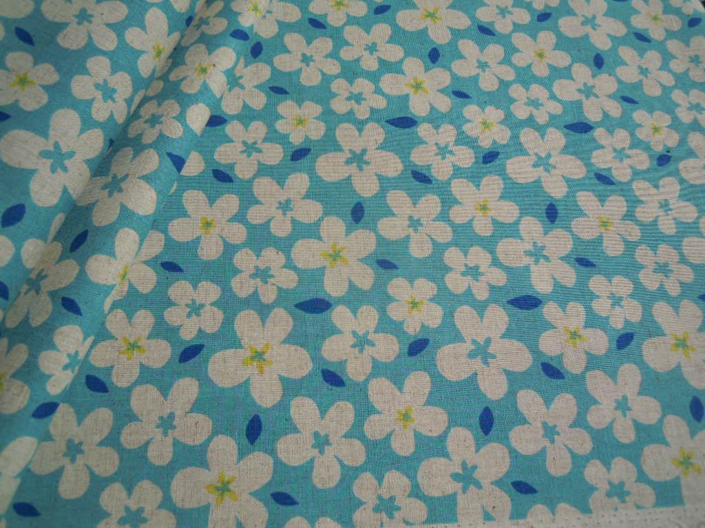 画像3: メッチャ可愛いフラワー柄の綿麻キャンパス地 ブルー 1M