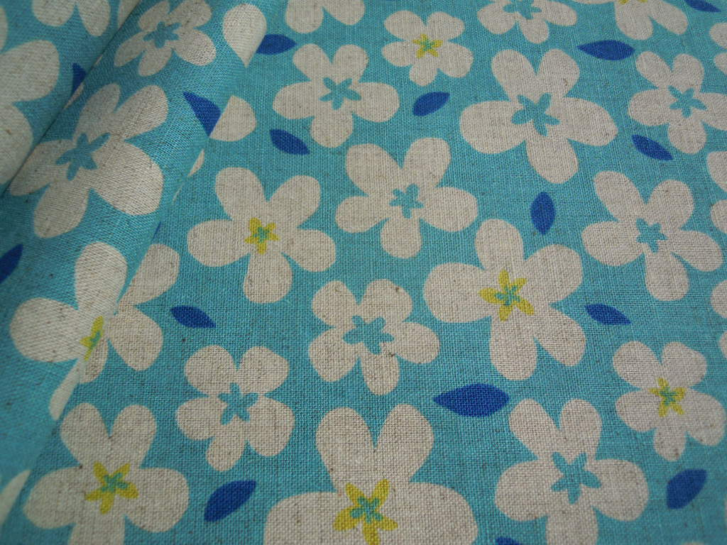 画像1: メッチャ可愛いフラワー柄の綿麻キャンパス地 ブルー 1M