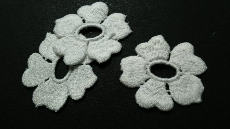 画像2: 人気のコットンの花柄 オフシロのエレガントなモチーフレース 3枚