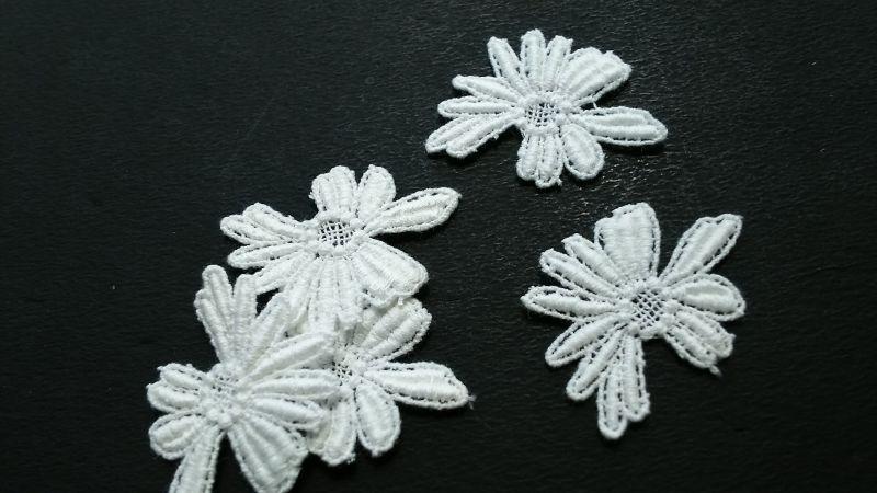 画像1: 人気のコットンの花柄 オフシロのエレガントなコットンモチーフレース 5枚