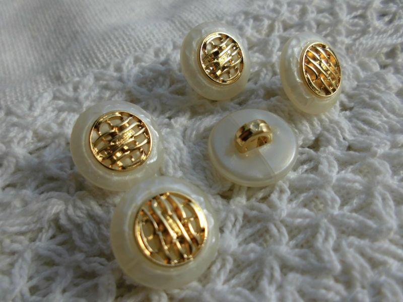 画像2: 約13mm 人気の薔薇柄、流行のボタンイヤリングに如何!?メッチャ、エレガントなシロとゴールドのカラーボタン 5個入り