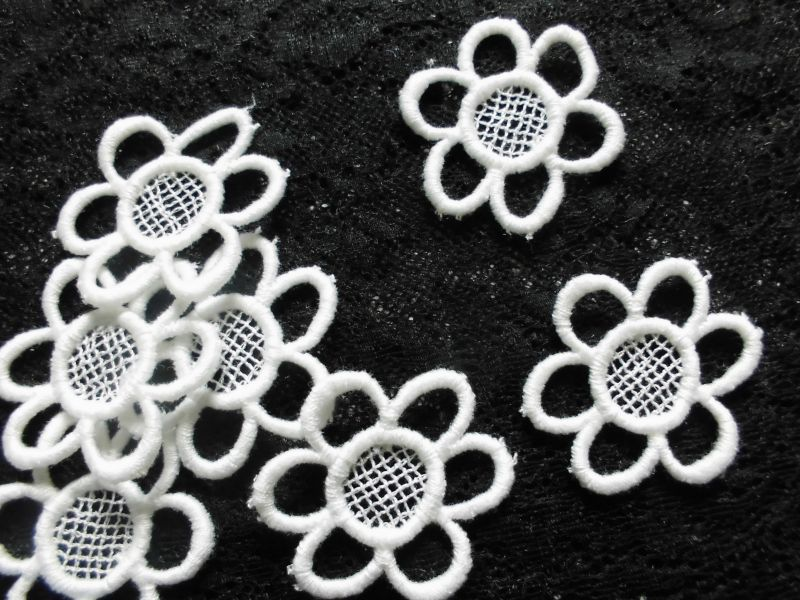 画像1: と〜っても可愛い花柄・コットンモチーフレース 15枚入り