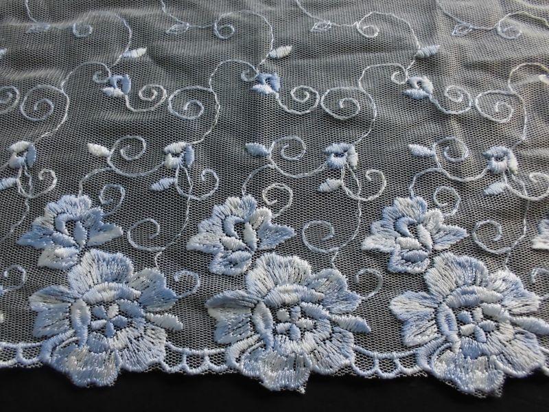 画像2: ハンパ物処分!メッチャ繊細な花柄のオフシロXブルーの高級チュール  1.5M
