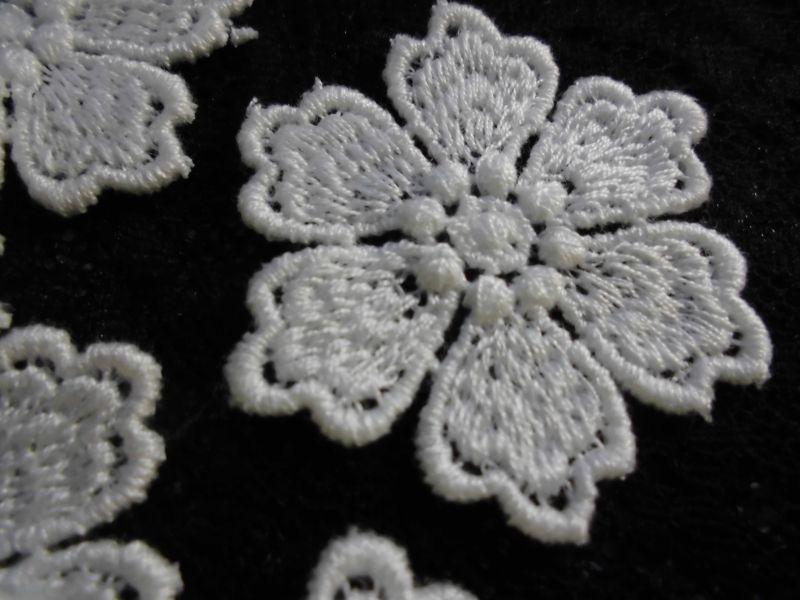 画像1: 手作りマスのアクセントとして人気です。人気のコットン・花柄のケミカルモチーフレース 12枚