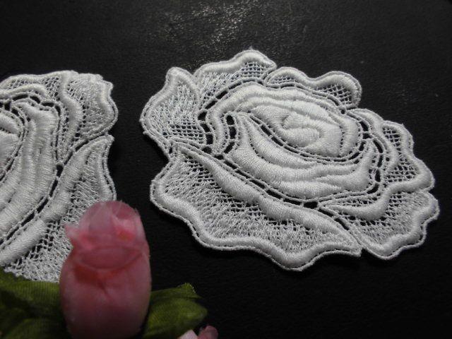 画像1: メッチャエレガントな薔薇柄 人気のコットン・ケミカルのアップリケレース 2枚