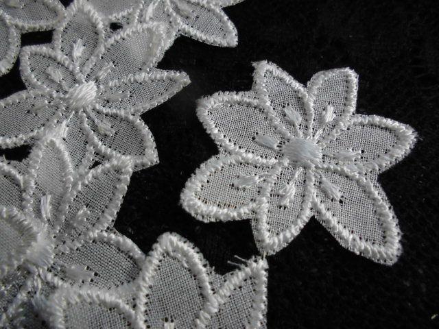 画像1: メッチャエレガントな人気の花柄のコットンアップリケレース 20枚
