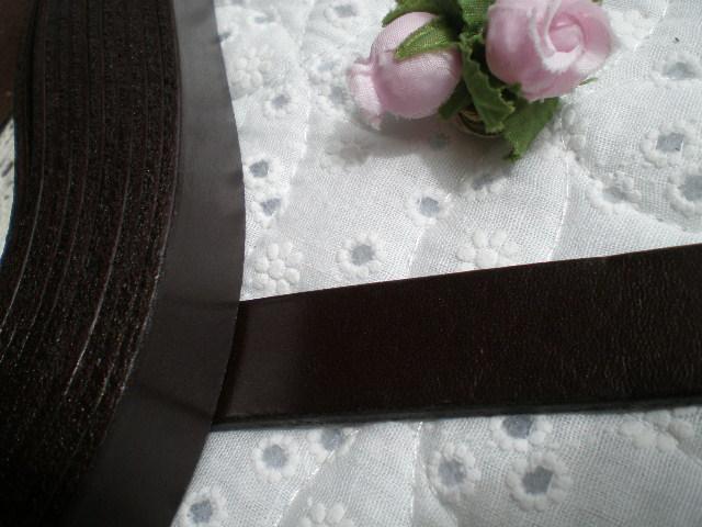 画像1: 幅約2C 日本製 チョコ色のヌメ皮 1M