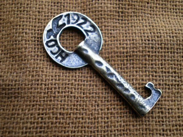 画像2: 人気のチャーム アンテイーク調なキー(鍵) 1個