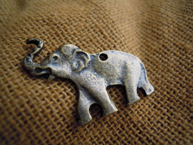 画像2: 人気のチャーム アンテイーク調な象さん 1個