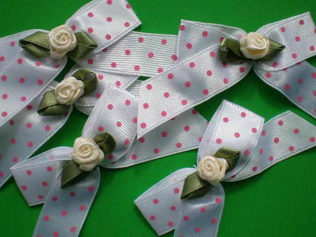 画像1: シロ地にピンクの可愛いサテンリボン モチーフレース(安全ピン付き) 6枚入り