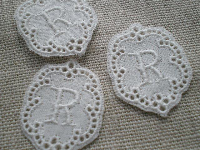 画像1: R 綿の繊細なプチイニシャルモチーフ 3枚入り
