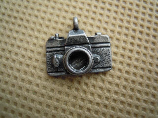 画像2: 人気のチャーム アンテイーク調なカメラ クロ 1個
