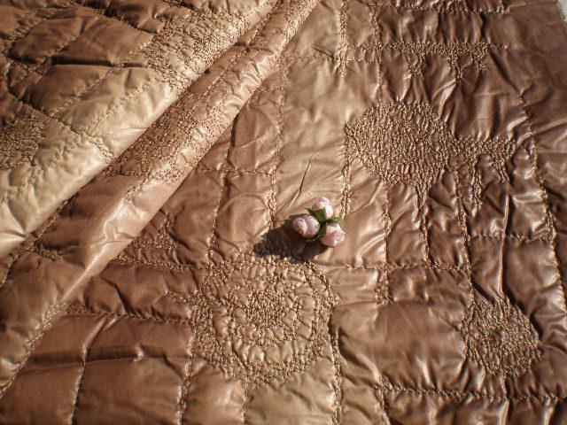 画像2: 人気のレースキルト 幅約148c モカチャ色のムラ染め レースキルト 1M