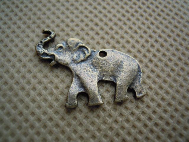 画像1: 人気のチャーム アンテイーク調な象さん 1個