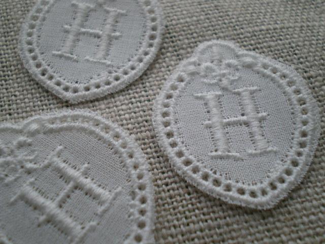 画像1: H 綿の繊細なプチイニシャルモチーフ 3枚入り
