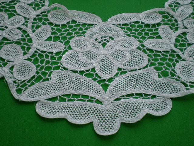 画像1: オフホワイトの衿のバテンレース