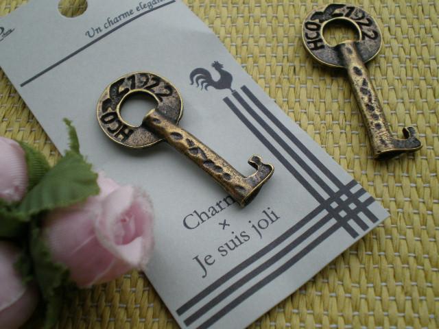 画像1: 人気のチャーム アンテイーク調なキー(鍵) 1個
