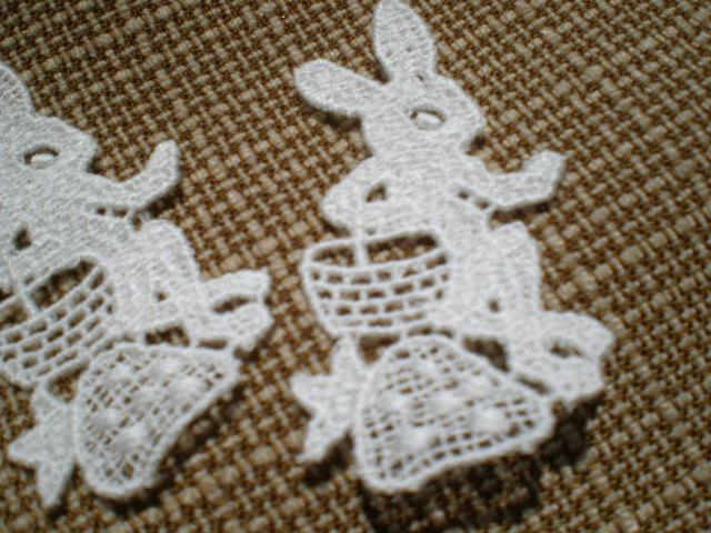 画像1: ウサギさんのちょっと一息!? 繊細な綿モチーフレース 3枚