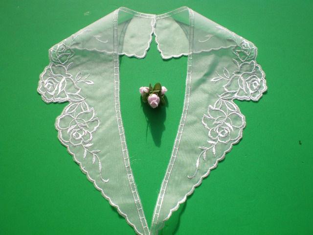 画像1: 人気の薔薇柄のテーラー衿 オフシロのエレガントなオーガンジの襟レース